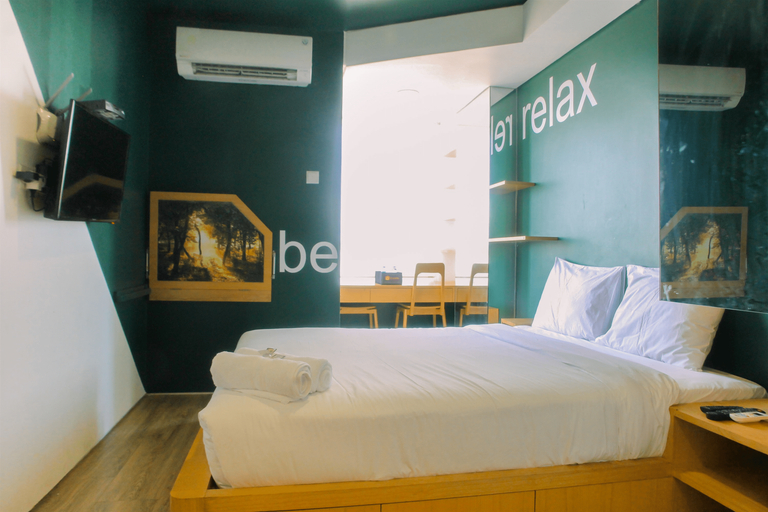 Compact and Artsy Studio Cinere Bellevue Apartment By Travelio, Depok