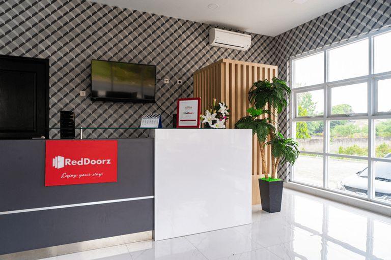 RedDoorz Plus near Teras Kota 3, South Tangerang