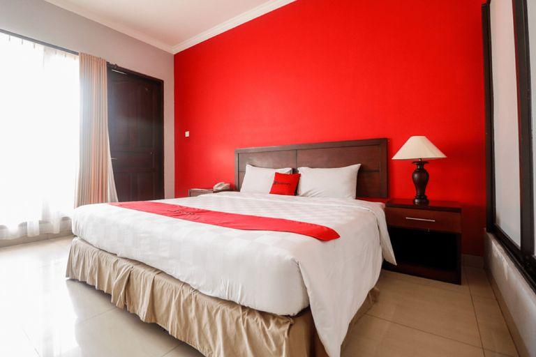 RedDoorz Premium @ Bukit Damai Indah, Balikpapan
