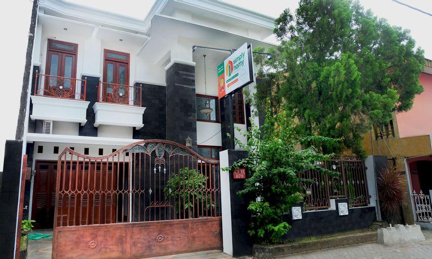 Simply Homy near UNY (4BR 10 minutes to Malioboro), Yogyakarta
