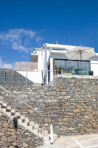 Crystal House, Calheta