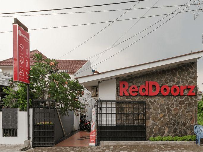 RedDoorz near Universitas Medan Area, Medan