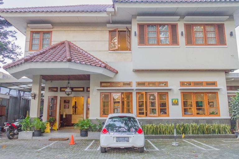 RedDoorz near Simpang Dago 2, Bandung