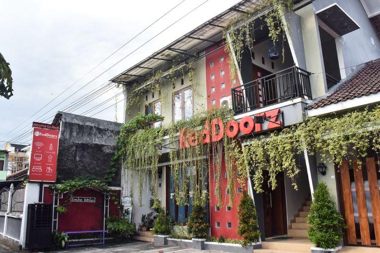RedDoorz near Hartono Mall, Sleman