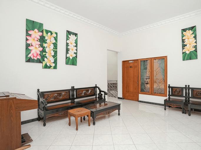 OYO 631 Tjahaja Baroe Residence Syariah, Surabaya