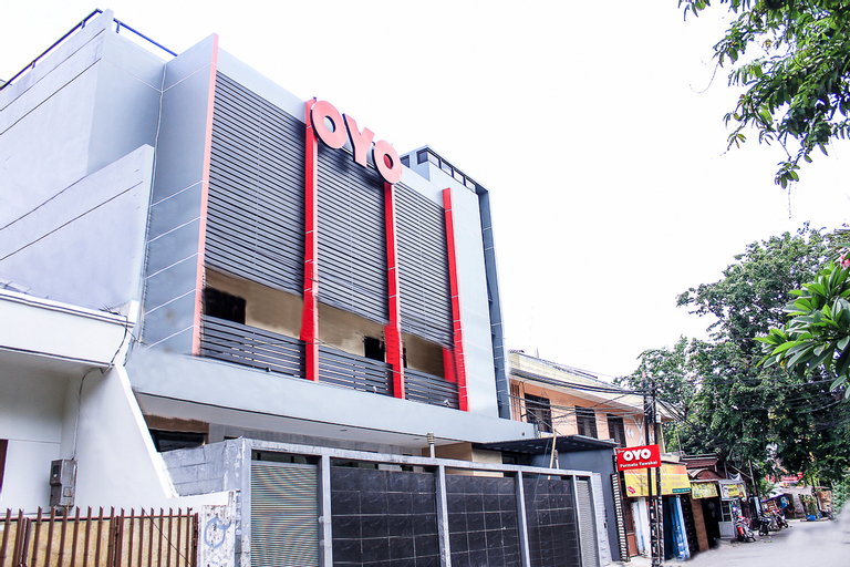 OYO 137 Permata Tawakal, West Jakarta
