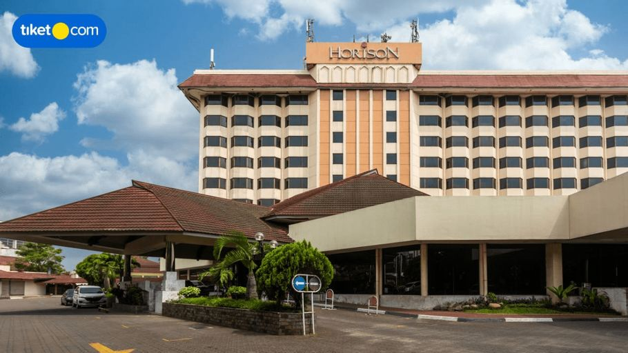 Horison Ultima Bandung, Bandung