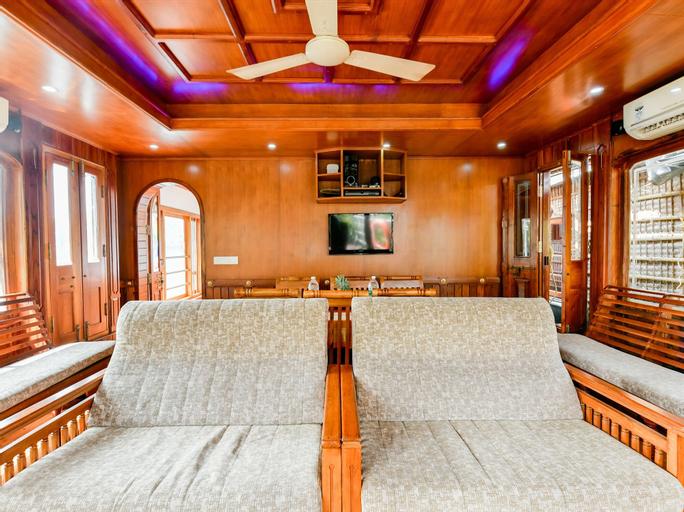 OYO 24606 Waves & Wind 3BHK Houseboat, Alappuzha