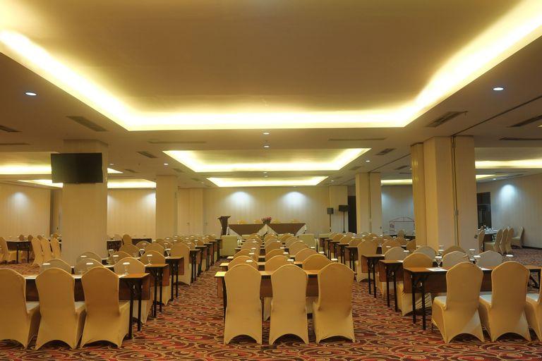 Megaland Hotel Solo, Solo