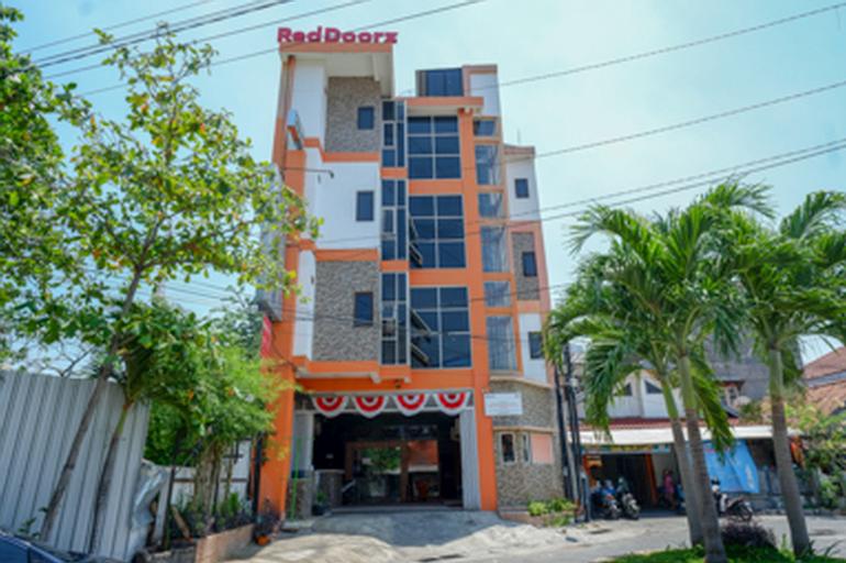 RedDoorz Plus near Ciputra Mall Simpang Lima 2, Semarang