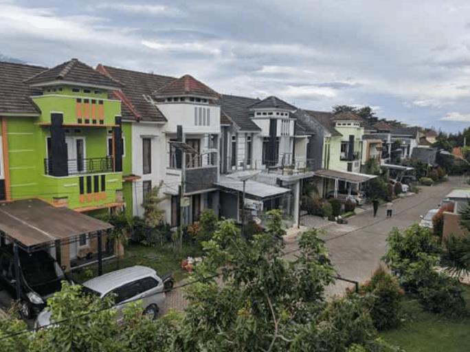 Comfort Living at Villa Kusuma Estate 25 by VHB Group, Malang