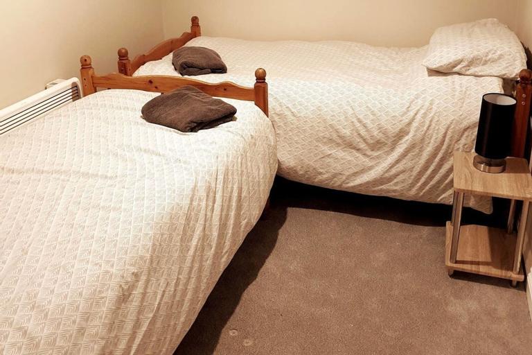 Quiet 2 Bedroom Apartment, Medway