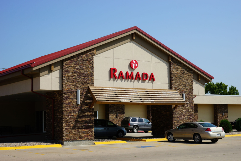 Ramada Hotel & Conference Center by Wyndham Columbus, Platte