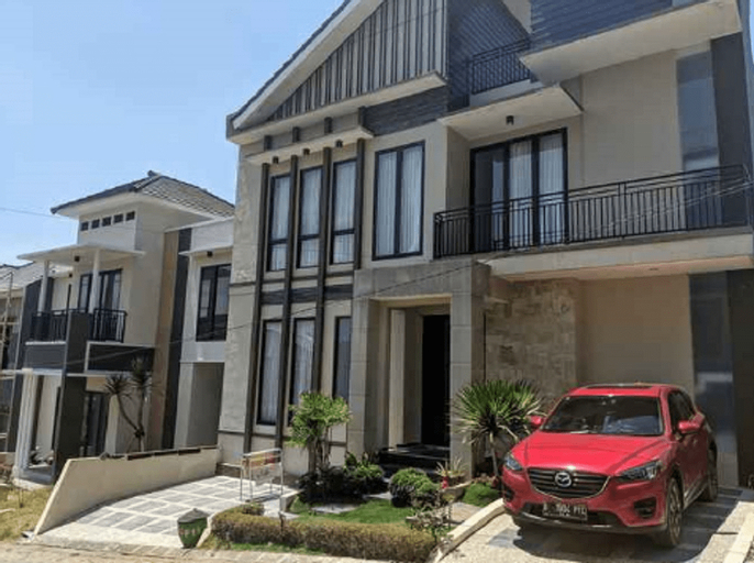 Villa Pinus F14 with Jacuzzi, Malang