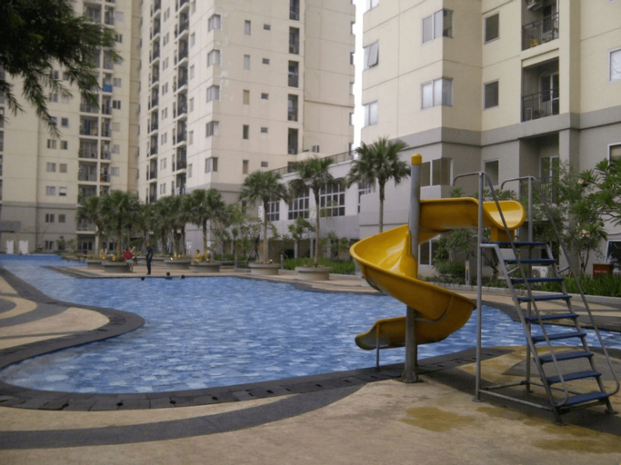 Fully Furnished and Spacious 2BR Maple Park Apartment By Travelio, Jakarta Utara