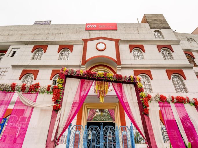 OYO Flagship 27968 Vishwakarma Palace, West