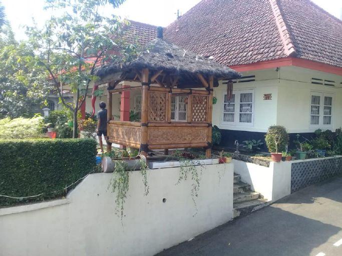 Poetri Guest House Syariah near Kebun Raya Bogor, Bogor