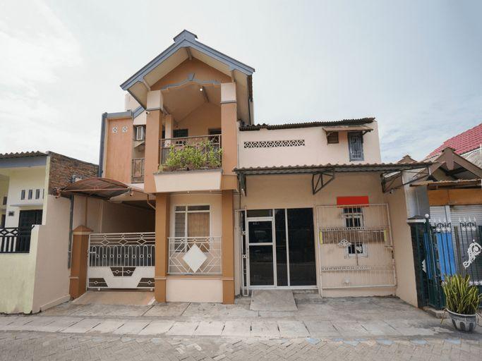 OYO 2656 Az Zahra Residence Syariah, Surabaya