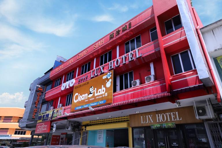 OYO 772 Lux Hotel, Hilir Perak