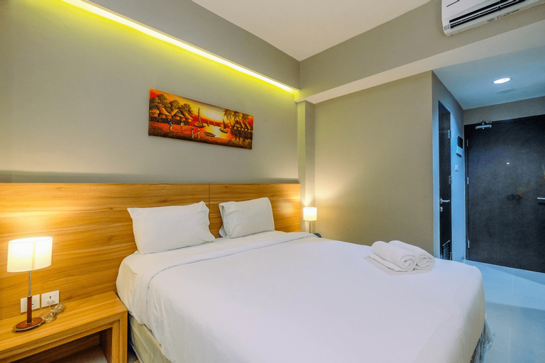 Stylish and Cozy Studio Mustika Golf Apartment By Travelio, Cikarang