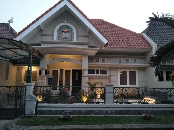 Ruma Tamu Malang, Malang