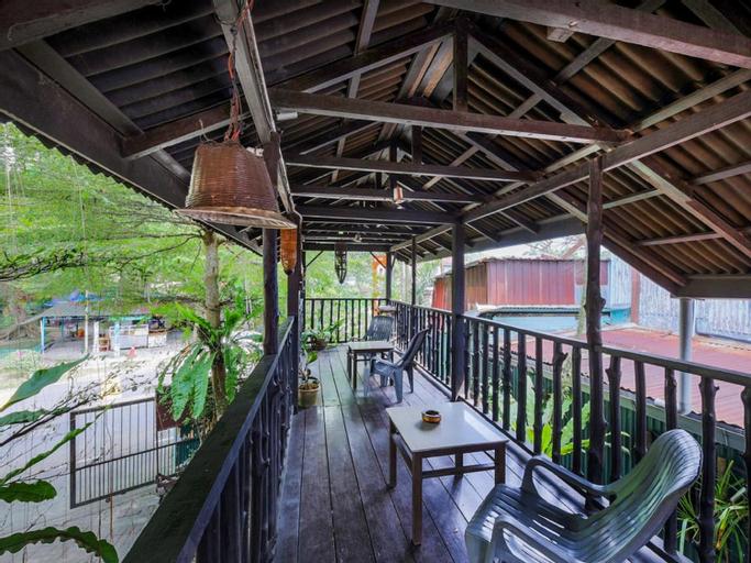 Forest Paradise Inn, Barat Daya