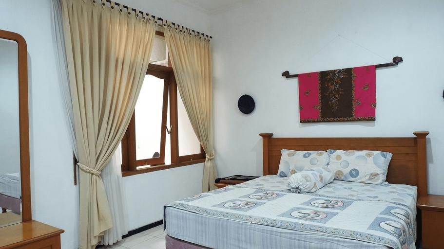 Villa Rumah Cahaya -  3 Bedrooms, Malang