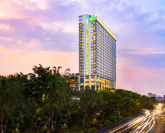 Holiday Inn & Suites Jakarta Gajah Mada, West Jakarta