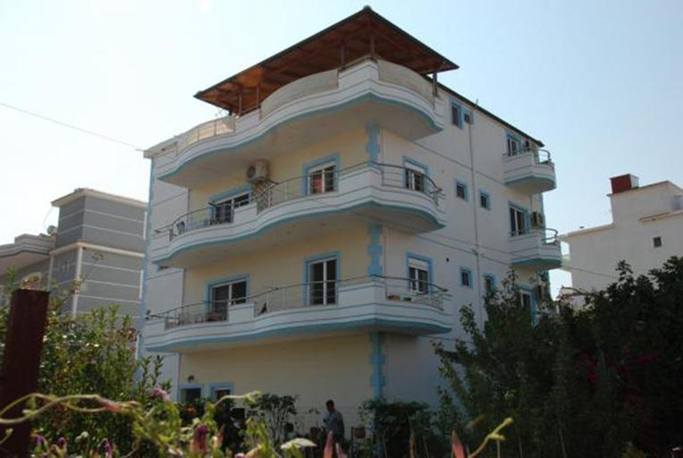 Kristal Apartments, Sarandës