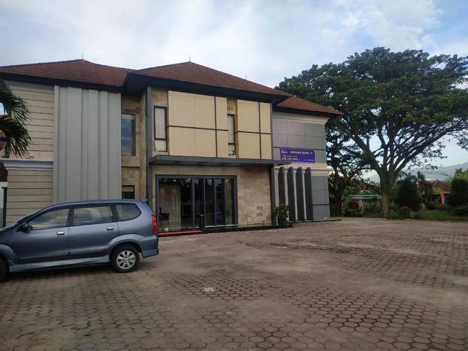 Daima Gardenstay, Padang