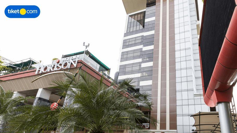 Horison Ultima Makassar, Makassar