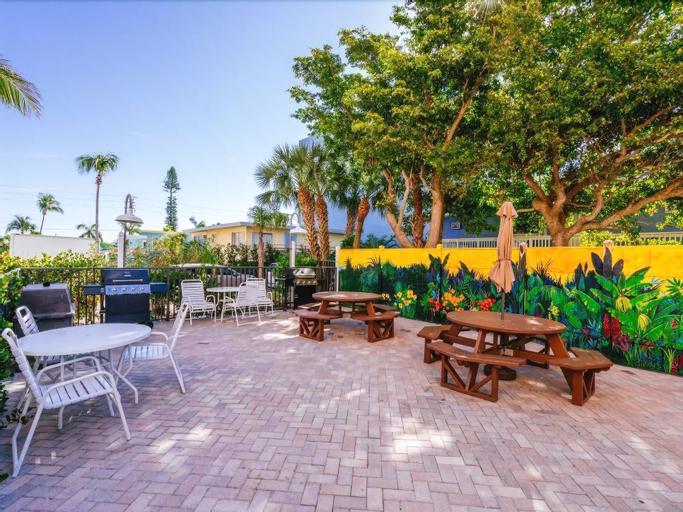 Estero Island Beach Villa 303 - Two Bedroom Villa with Gulf View, Lee