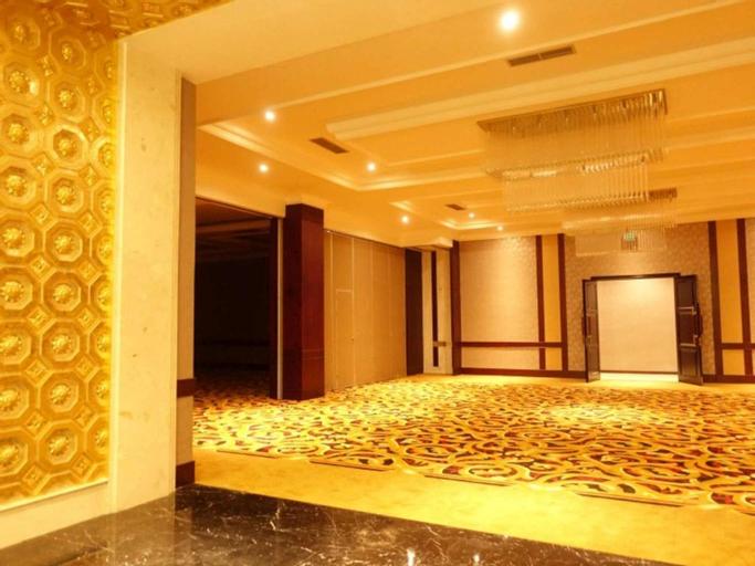 The Grantage Hotel and Sky Lounge BSD, Tangerang Selatan
