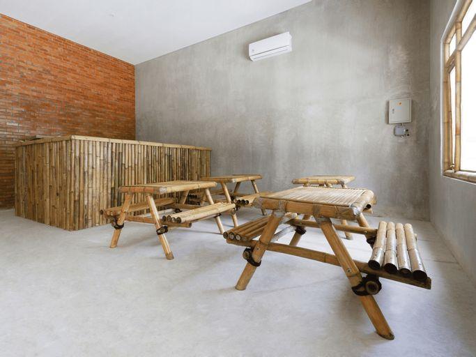 OYO 2944 Sukawana Travel Hub Guest House, Majalengka