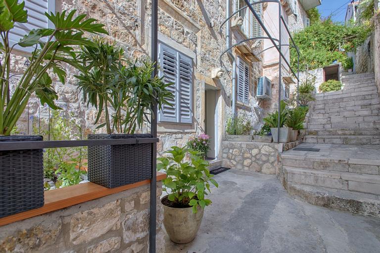 Heraclea Luxury Heritage Accommodation, Hvar