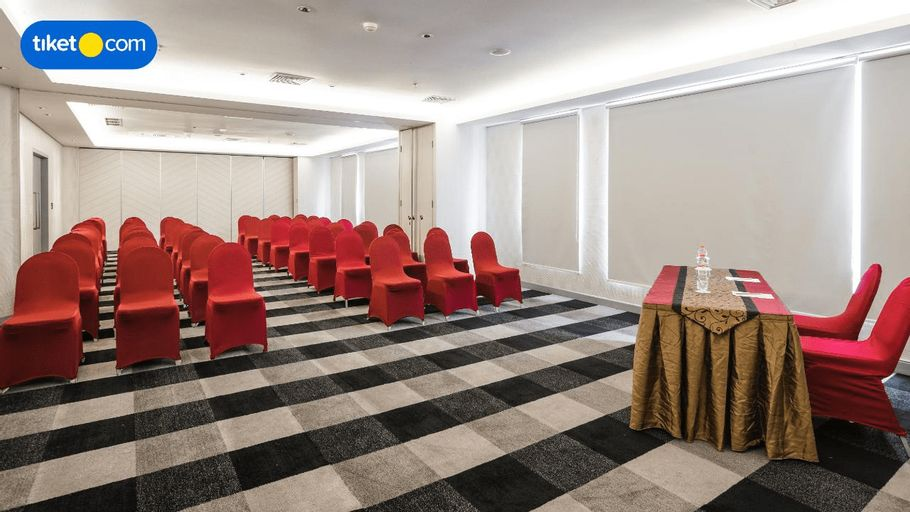 Crown Prince Hotel Surabaya Managed by Midtown Indonesia, Surabaya