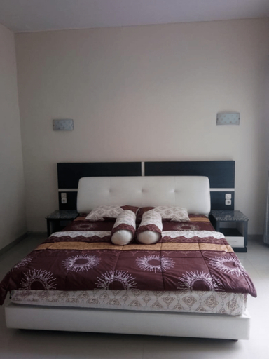 Villa EDM F22 by MakelarMbois, Malang