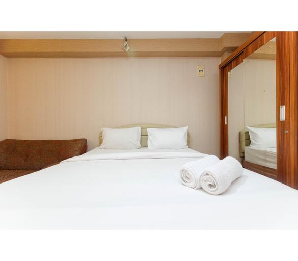 Comfortable and Clean Studio Green Palace Kalibata Apartment By Travelio, Jakarta Selatan