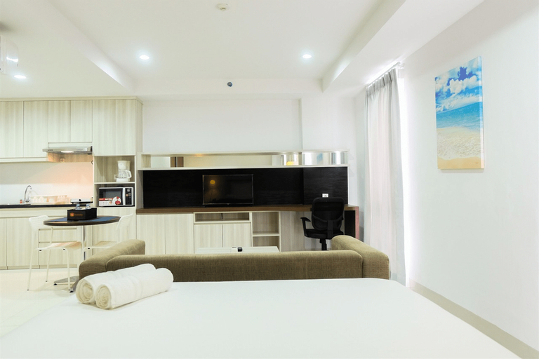 Studio Room Azalea Suites Apartment By Travelio, Cikarang