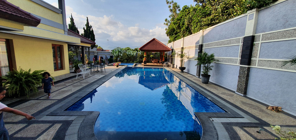 VILLA BATU KASIMAN for 15 ADULT, Malang