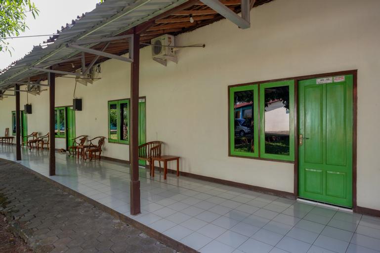 RedDoorz Syariah near Sekuro Beach Jepara, Jepara