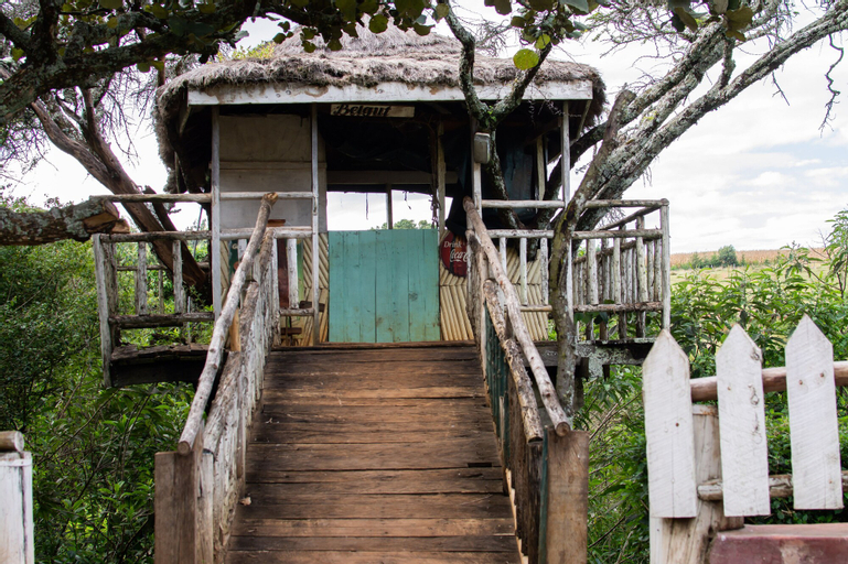 Kolol Riverside Resort, Kesses