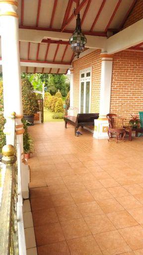 Villa Orange by Kan-El, Bogor