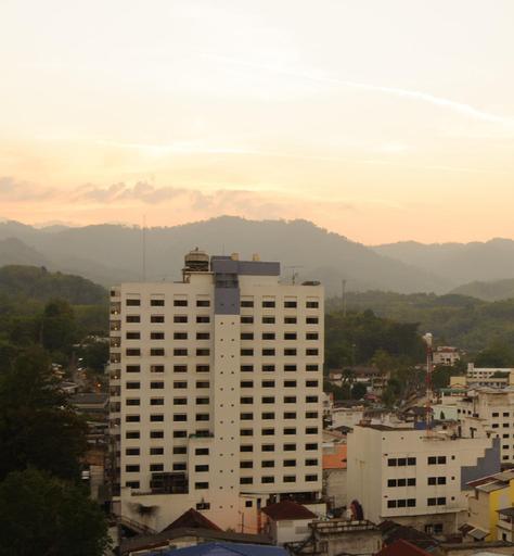 Betong Merlin Hotel, Batong