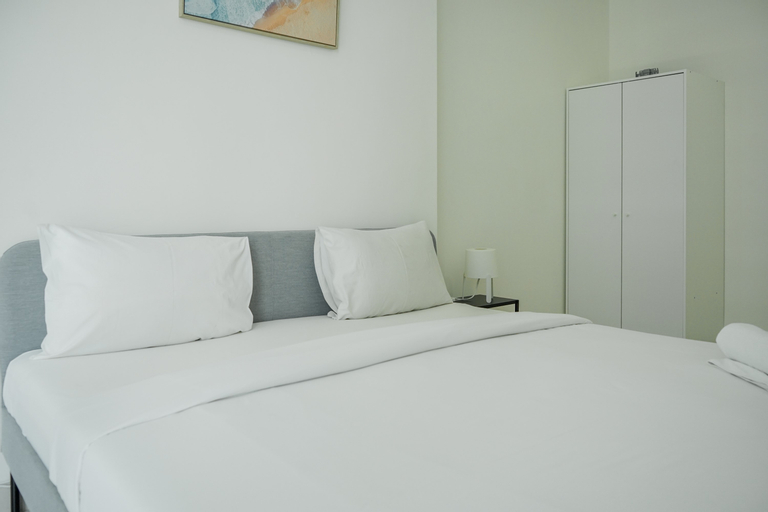 Fully Furnished with Modern Design 1BR Brooklyn Apartment By Travelio, Tangerang Selatan