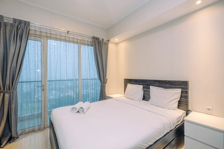 Warm and Cozy Studio at The Oasis Apartment By Travelio, Cikarang