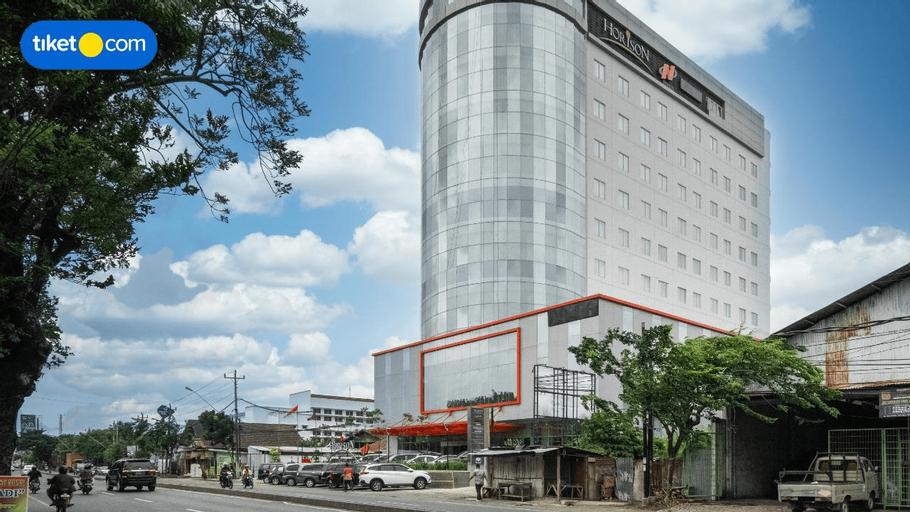 Horison Nindya Semarang, Semarang