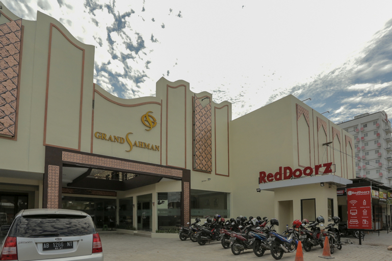 RedDoorz Plus near Solo Paragon Mall, Solo