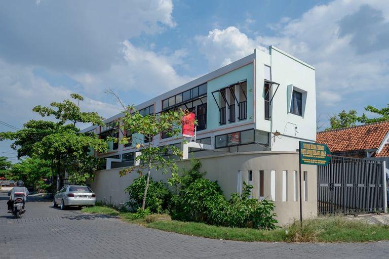RedDoorz near Stasiun Tawang Semarang, Semarang