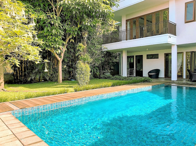 Asri Villa 4 bedroom with a private pool, Bandung